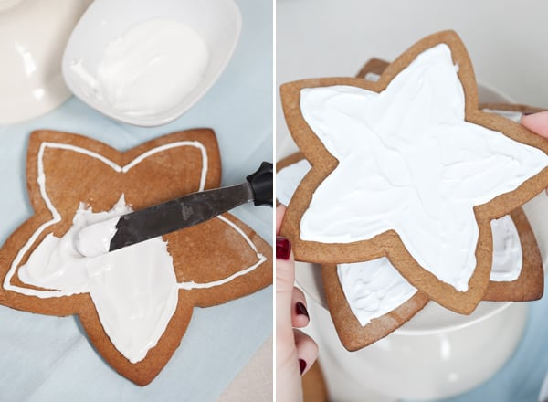 Stacking a gingerbread stars to make a tree