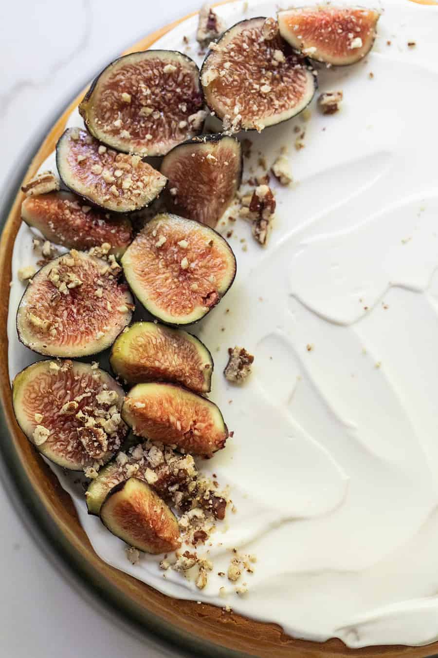 Cheesecake recipe with figs and a sour cream frosting