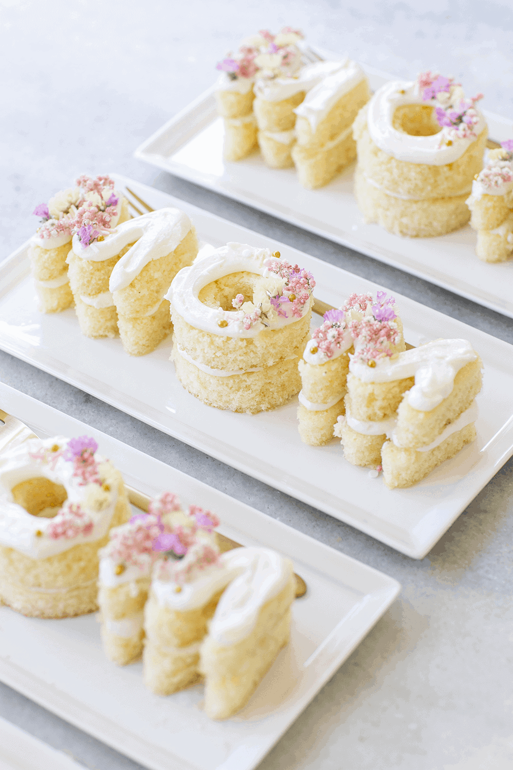 Mini Mother's Day cakes that say mom.