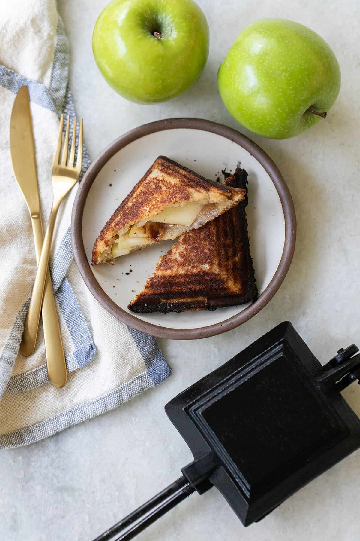 apple mountain pies and cast iron pie maker
