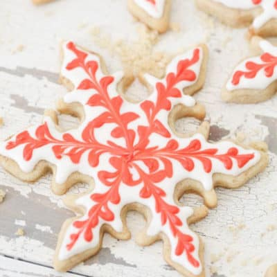 How to make charming snowflake cookies