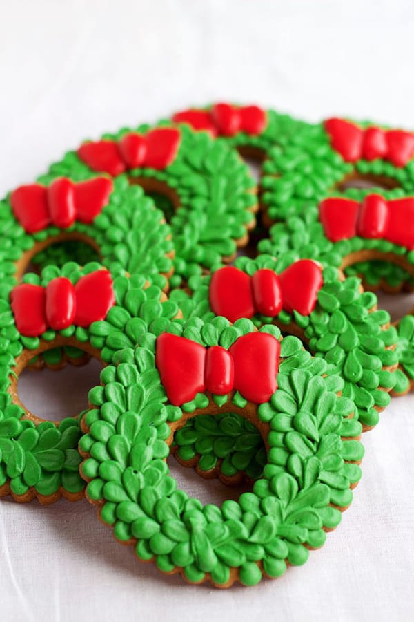 Christmas wreath cookie decorating
