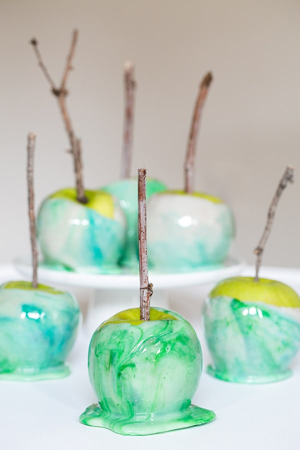 How to Marble Candy Apples - Sugar and Charm - sweet recipes ...