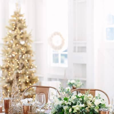 A Charming Christmas Table Setting