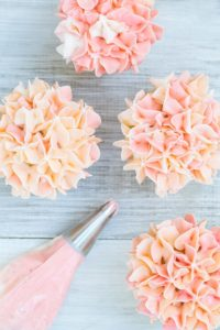 Video: How to Frost Hydrangea Cupcakes