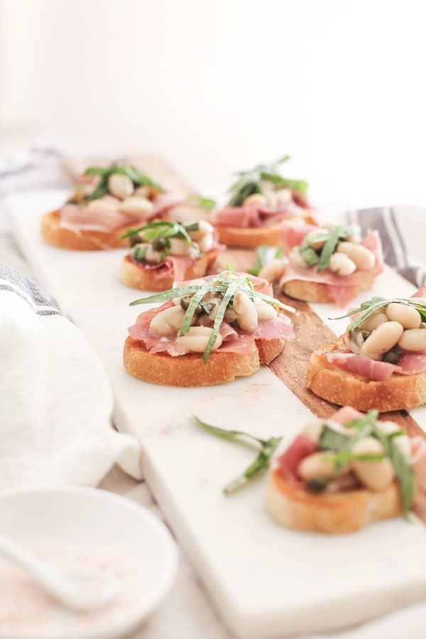 White-Bean-and-Prosciutto-Crostini-6sm