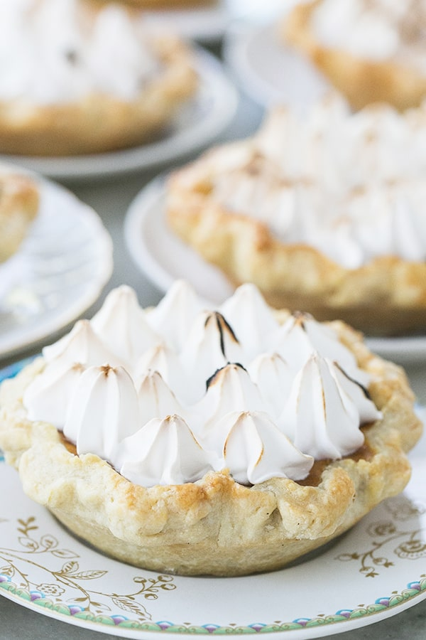 mini_toasted_marshmallow_pumpkin_pies_sugarandcharm_3