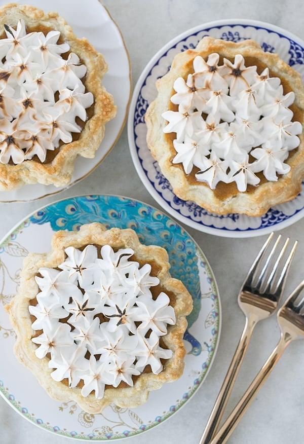 mini_toasted_marshmallow_pumpkin_pies_sugarandcharm_4