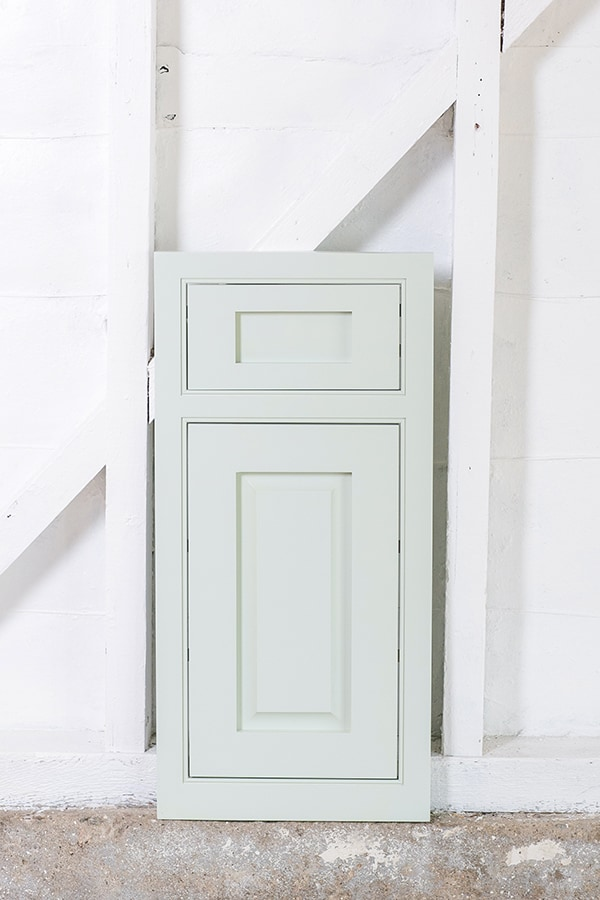 choosing_a_cabinet_color_masterbrand_1