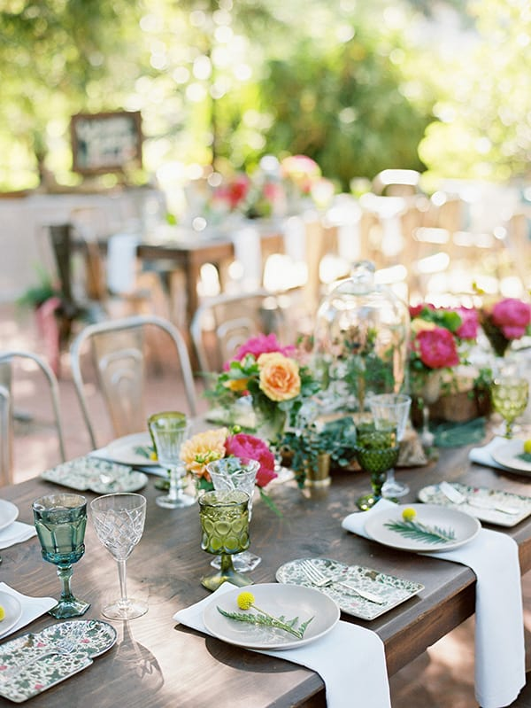 Table setting and budget wedding planning.
