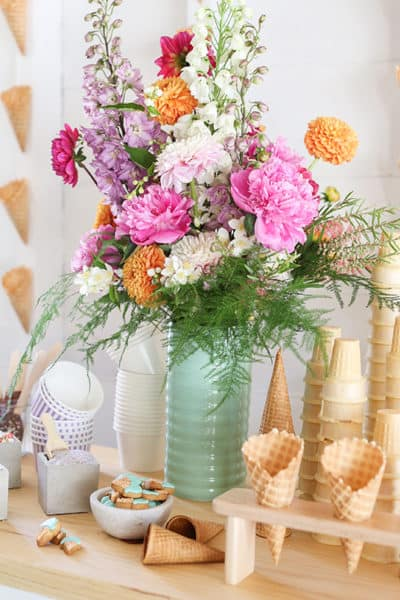 How to Create a Charming Ice Cream Bar, Summer Entertaining, Ice Cream, Dessert Bar, Baby Shower Ideas, Desserts