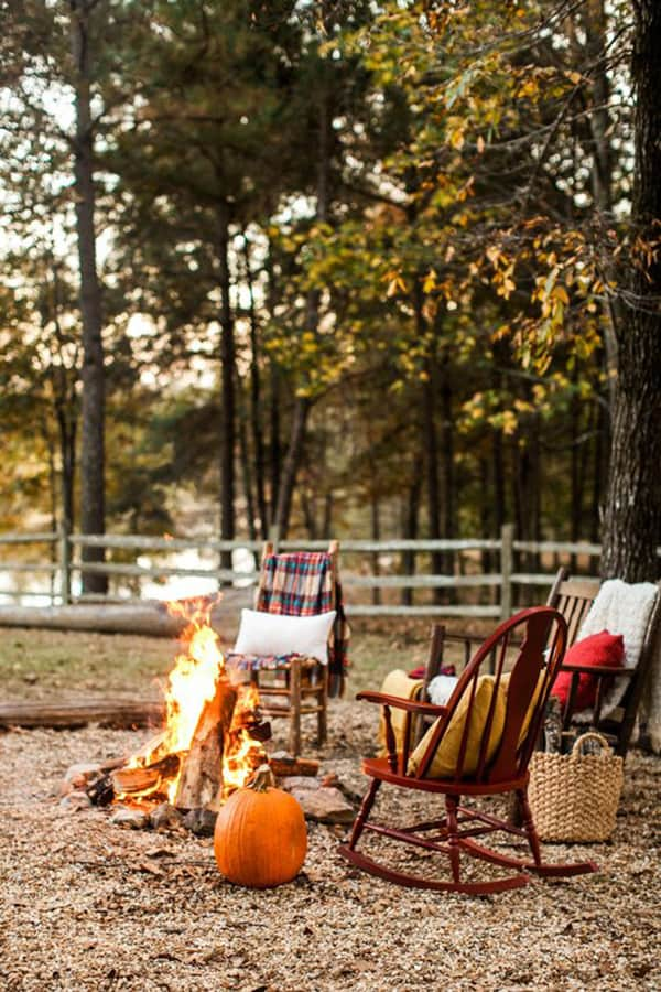 fall date night idea - a bonfire