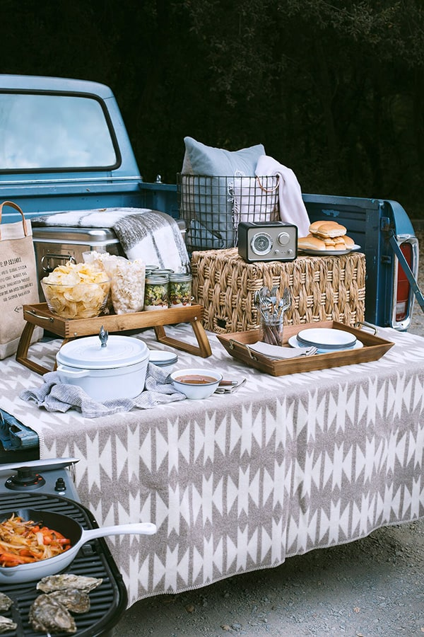 fall date night idea - tailgate party