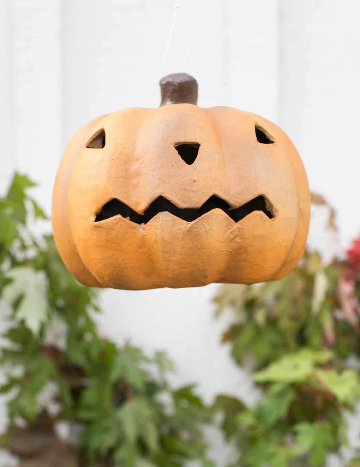 hanging pumpkin light