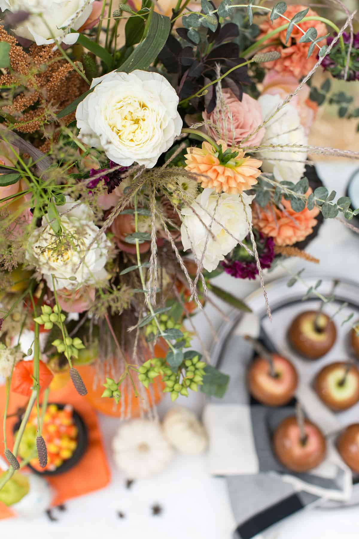vintage Halloween party ideas and flowers
