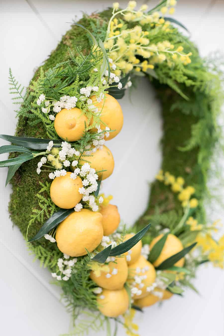 Wreath with faux lemons.