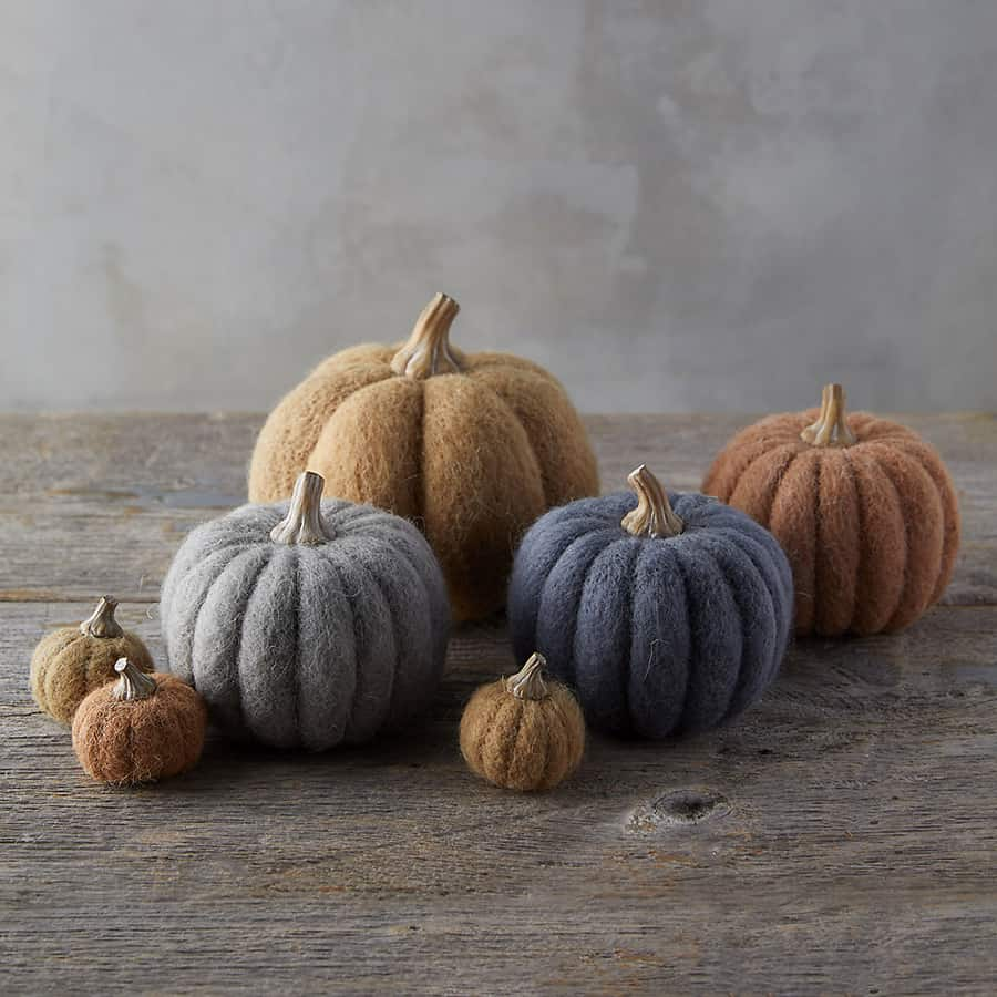 Felt pumpkins to use for Halloween decorations