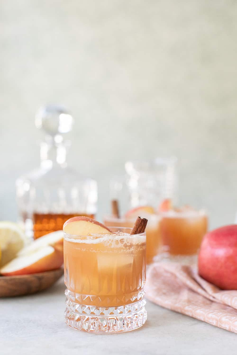 apple cider cocktail with cinnamon and apple slice
