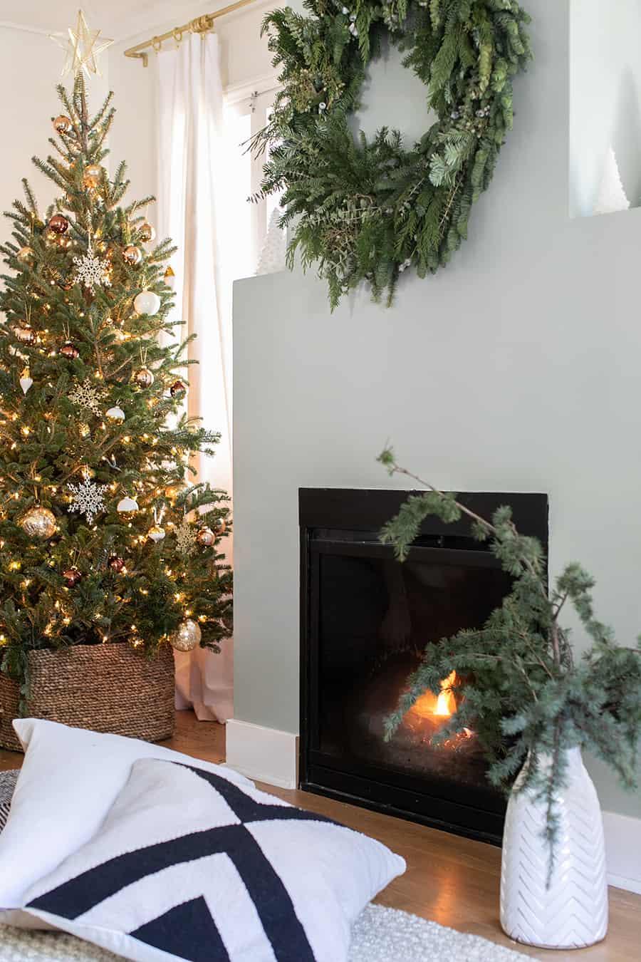 Living Room Christmas Decorations.Christmas Living Room Decor Sugar And Charm