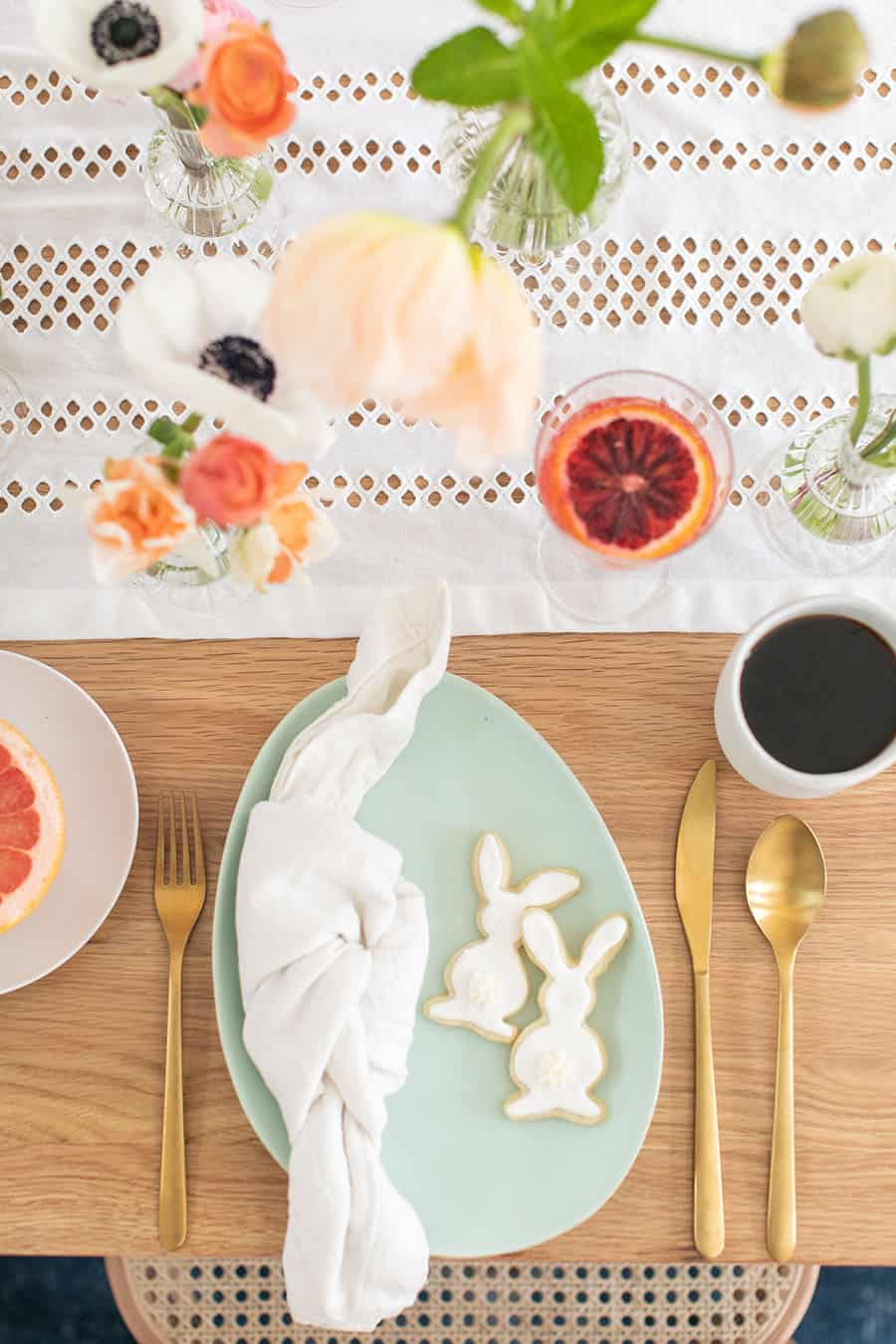 Classic and charming table setting for Easter brunch.