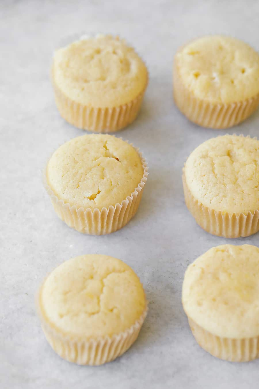 Lemon cupcakes without frosting,