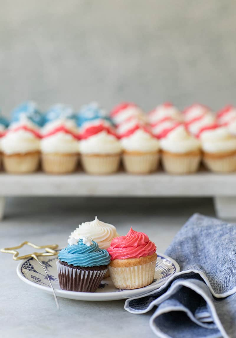 Mini cupcakes with red, blue and white frosting to make a 4th of July Cake.