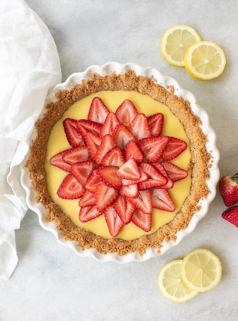 Overhead of a strawberry lemonade pie with sliced strawberries.