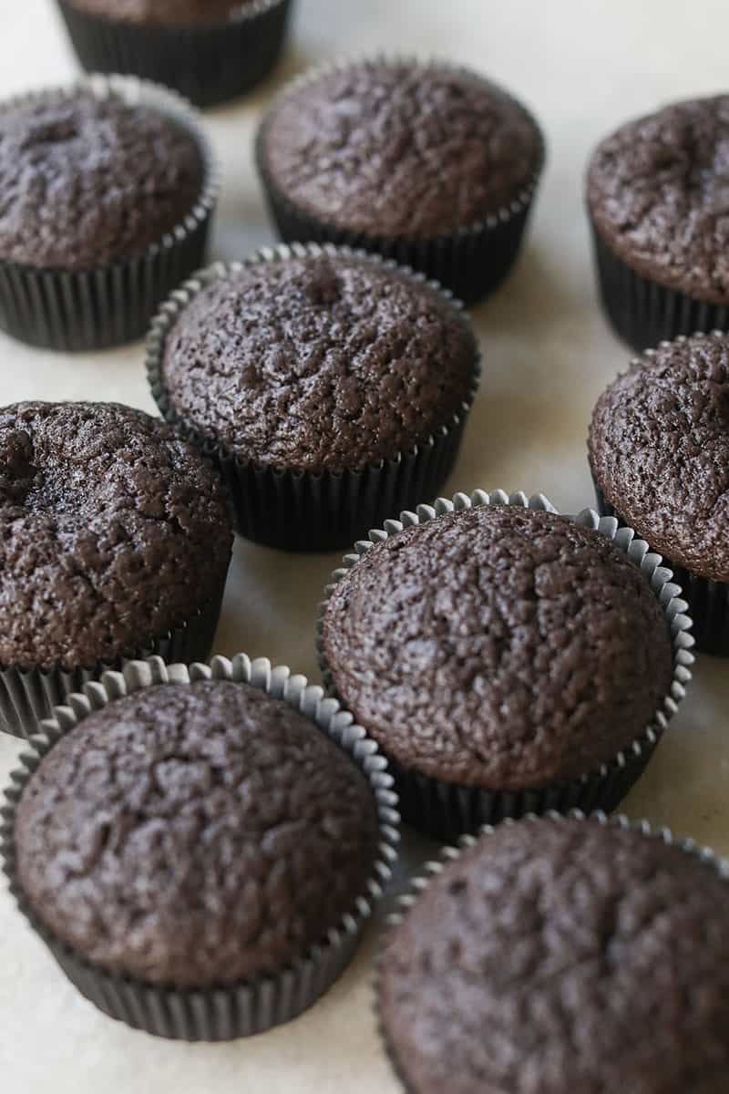Black velvet cupcakes without frosting,
