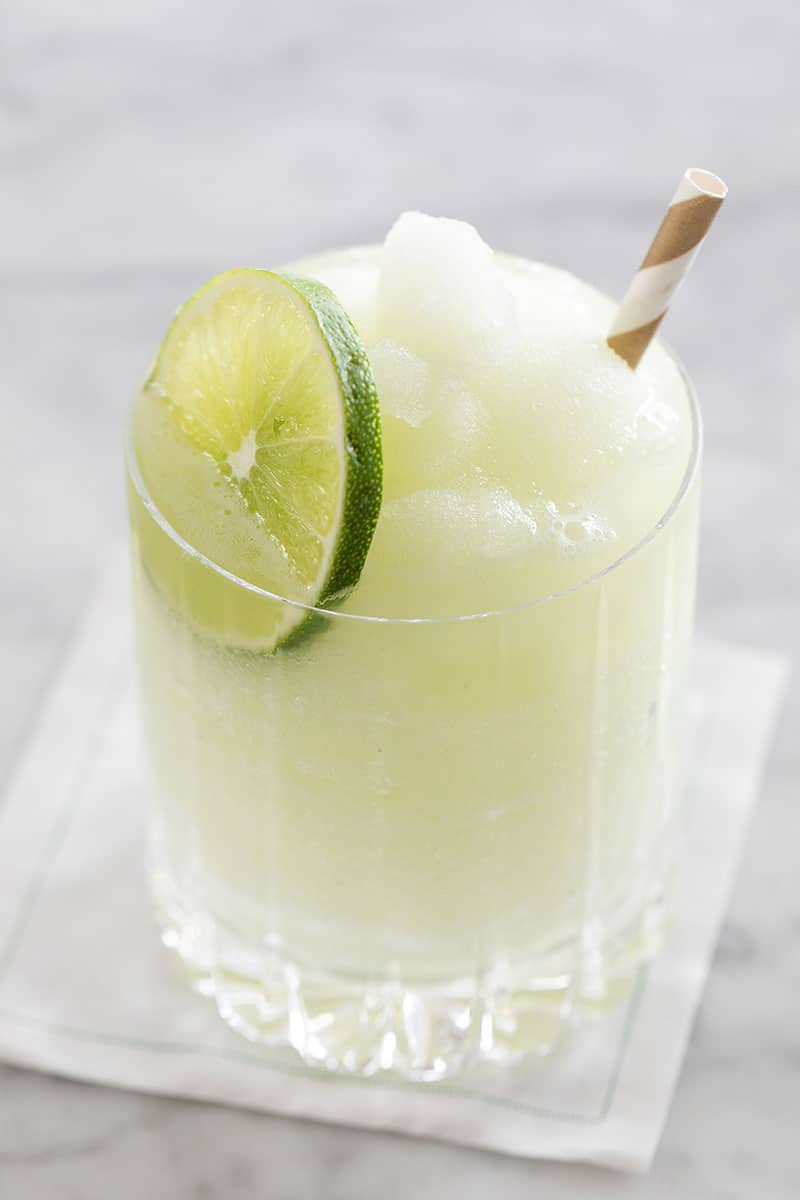Frozen gin and tonic with lime slice.