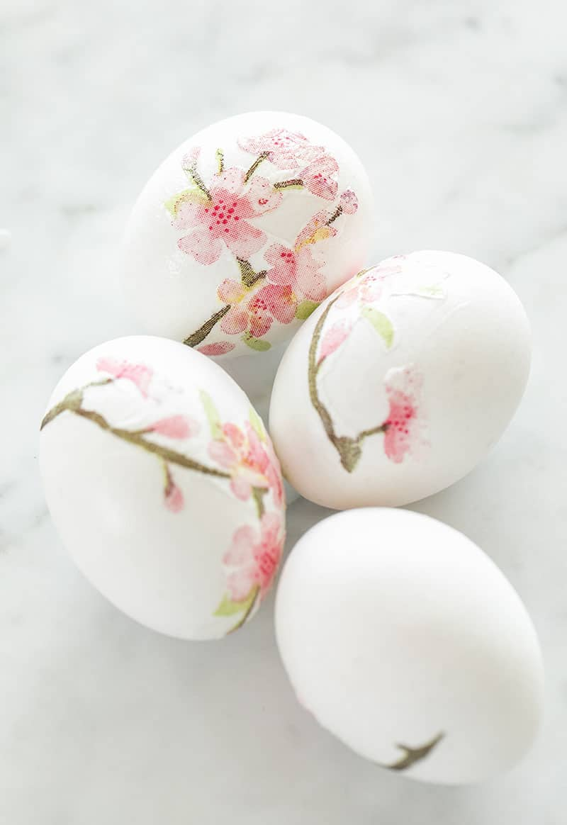 What Easter eggs with decoupage cherry blossoms