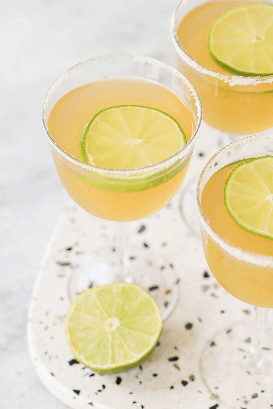 A classic daiquiri with sugar rim and lime slice.