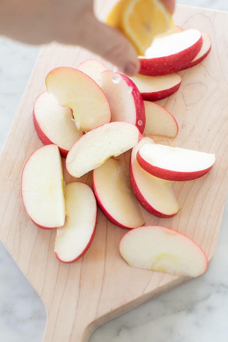 sliced apples with lemon juice