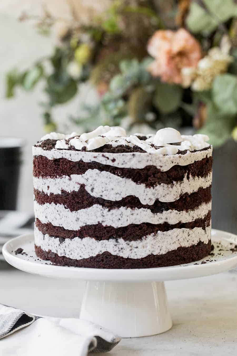 Layered Oreo cake with chocolate and oreo cream.