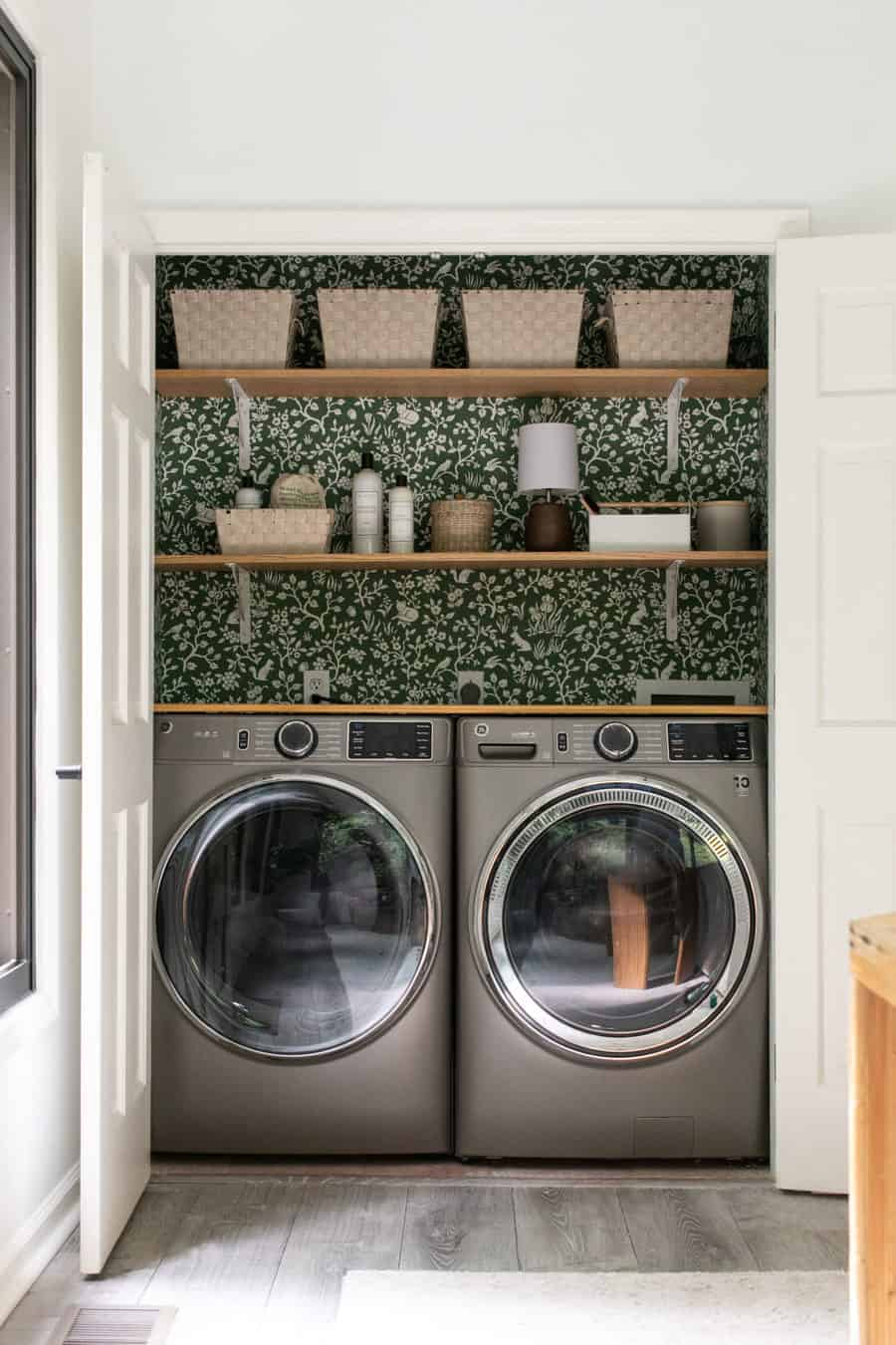 Laundry closet with GE washer and dryer