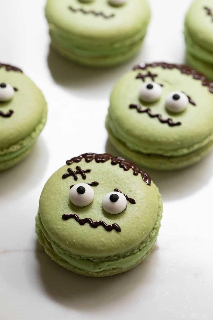 green macaron cookies