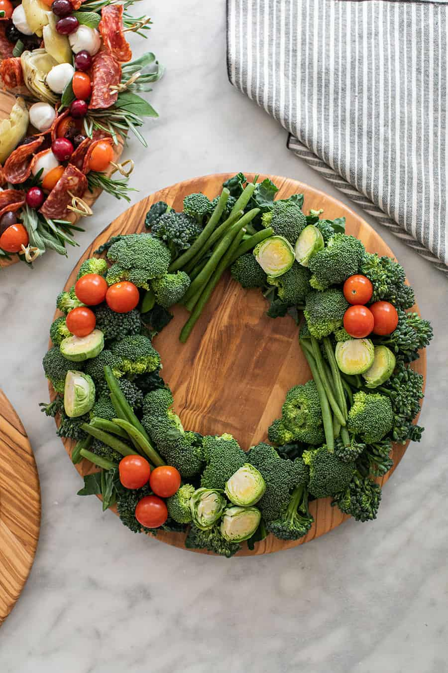 cute holiday vegetable appetizers in the shape of wreaths