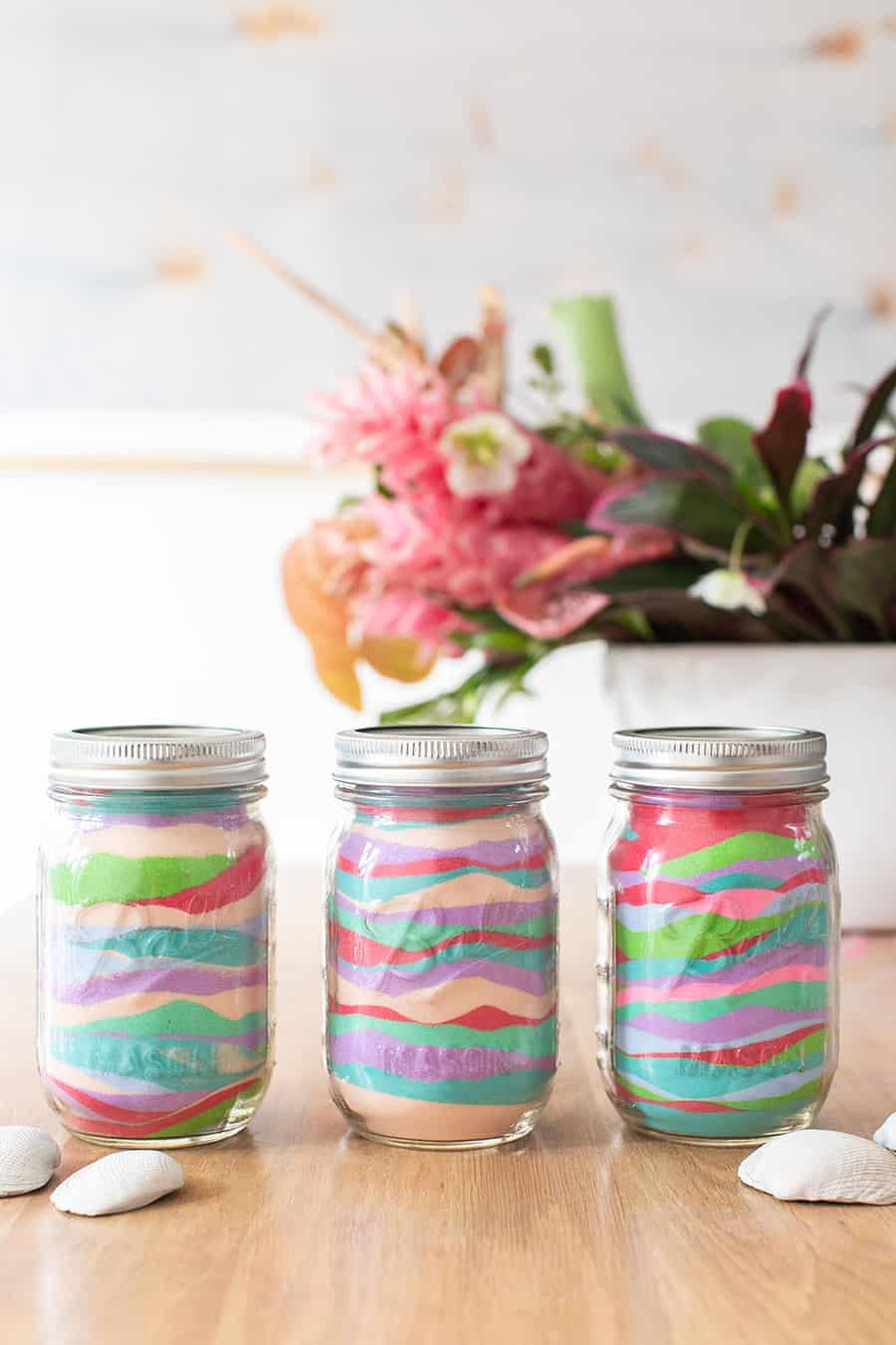 Sand art in jars DIY for a tropical party