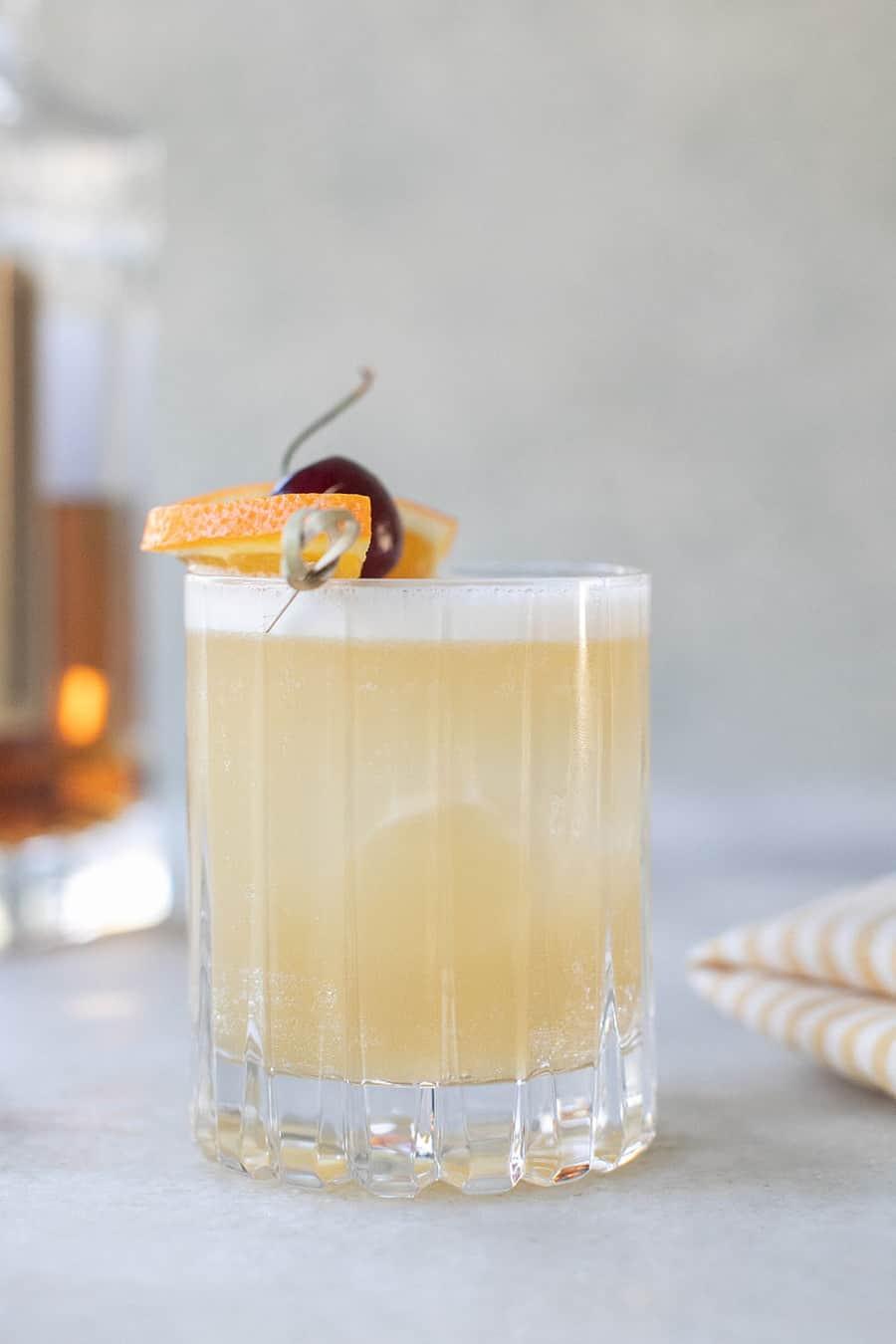 Viski ekşi kokteyl