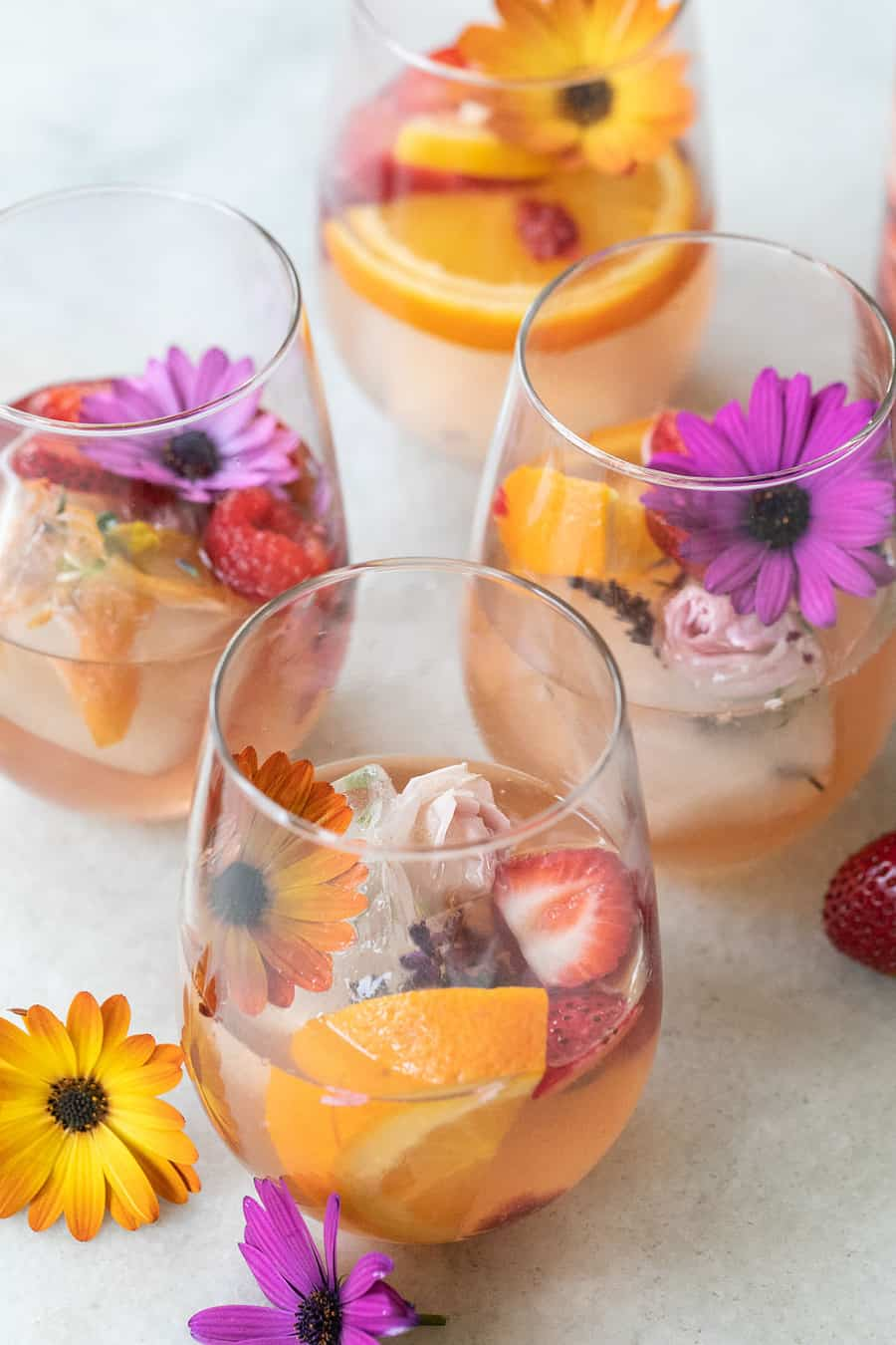 White sangria recipe with flowers and Sauvignon Blanc