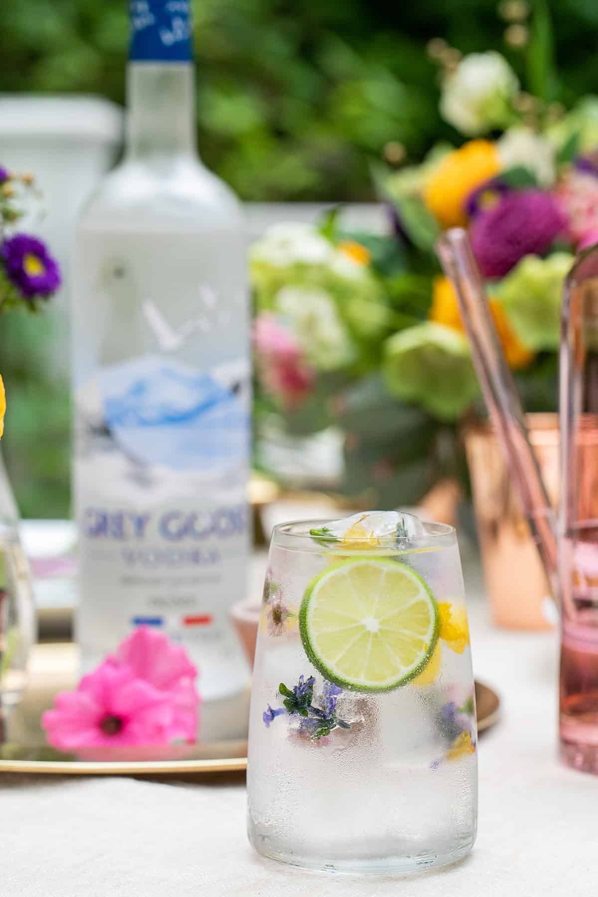 vodka soda recipe with lime wedge