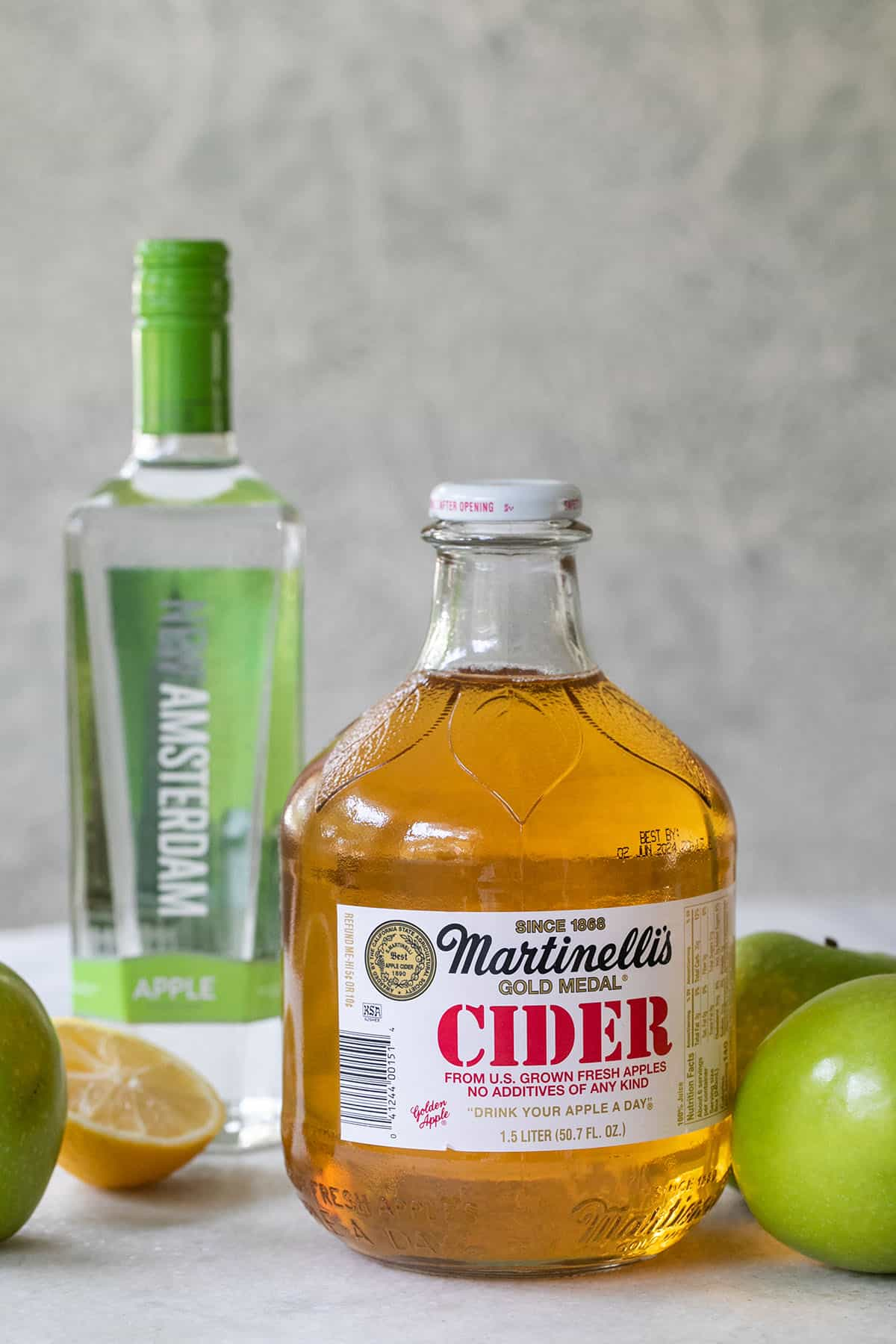 ingredients to make an apple martini
