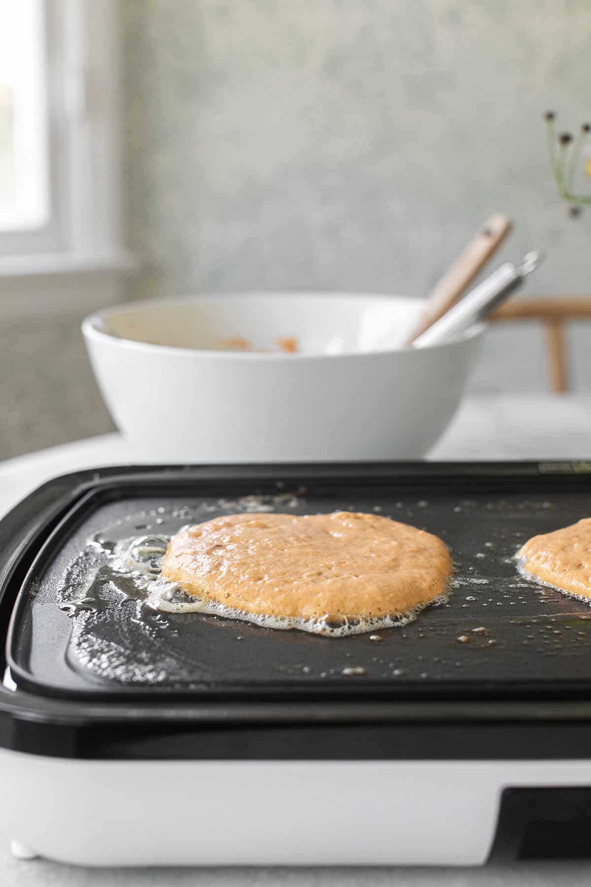 cooking easy pumpkin pancakes on the griddle